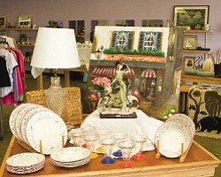 Portobello Road in Lake Forest: Laura's House has run upscale thrift store since 1995