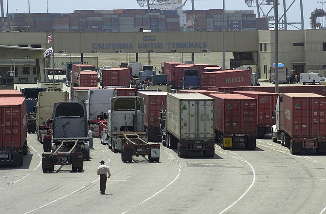 Independent truckers want to be among those allowed to do business at the Port of Los Angeles.