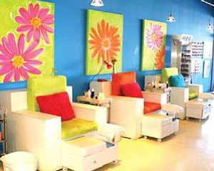 Nail Lounge in Costa Mesa: decor part of strategy