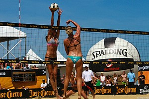 Competitors at a previous Manhattan Beach Open.