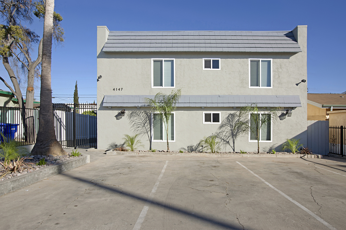 Three san diego apartment buildings sold for 5m san diego business journal - Apartment buildings san diego ...