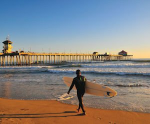 Huntington Beach pier: surfside attractions draw global visitors
