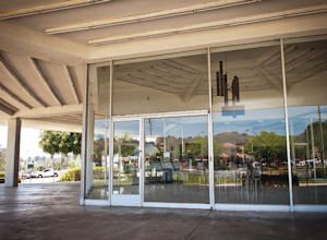 Autos: Rolls Royce to fill this shuttered space in Thousand Oaks this summer.
