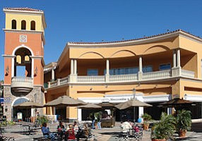 Simi Valley: The Simi Valley Town Center is undergoing a renovation.
