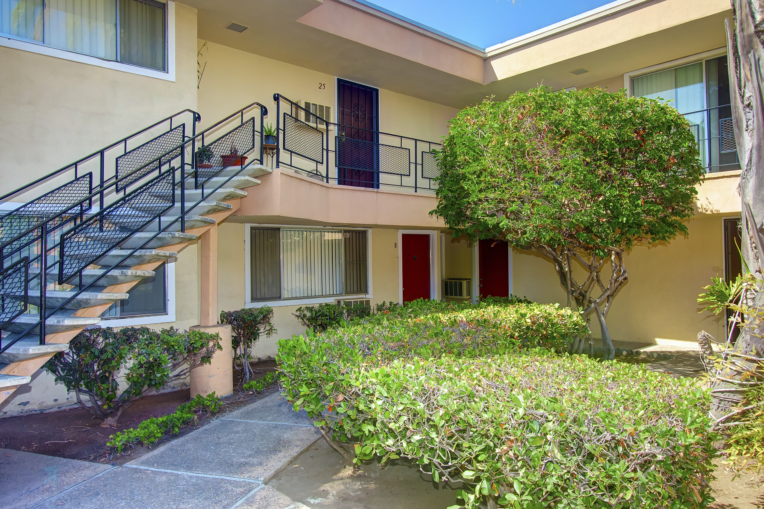 San diego apartment building sells for million san diego business journal - Apartment buildings san diego ...