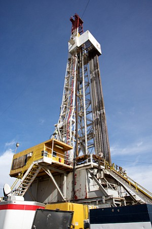 Drilling derrick for SoCal Gas well to plug leak in Aliso Canyon.