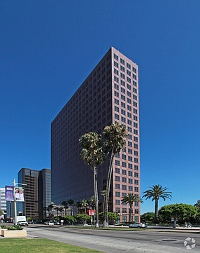 Cedars-Sinai snapped up a 24-story office tower on Wilshire Boulevard for $295 million this month, or nearly $646 a square foot.