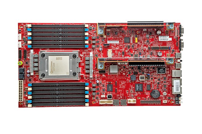 Motherboard for data centers contains a Qualcomm Centriq 2400 chip. 