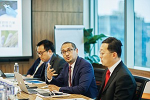 Illumina President and CEO Francis deSouza meets with Chinese officials to discuss health and technology. Photo courtesy of Illumina Inc.
