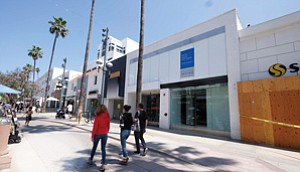 Coast Is Too Clear: Third Street Promenade, Santa Monica's seaside retail complex, has several open storefronts.