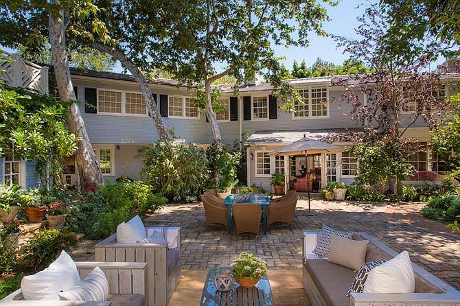 "Jerry Zucker, who directed the Best Picture-nominated movie ""Ghost,"" among others, has plans to sell his six-bedroom, 12-bathroom family home in Brentwood for $15.48 million."