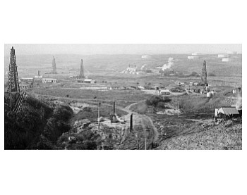 Local oil fields c.1920 (Courtesy First American Corp.)