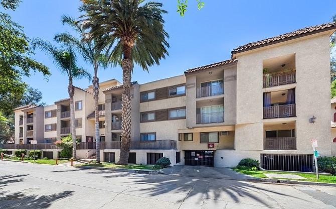 Las Palmas Villa apartment complex