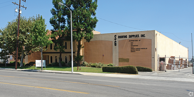 Roofing Rules: SRS Distribution has eight greater L.A. outlets, including SG Roofing Supplies in Gardena.