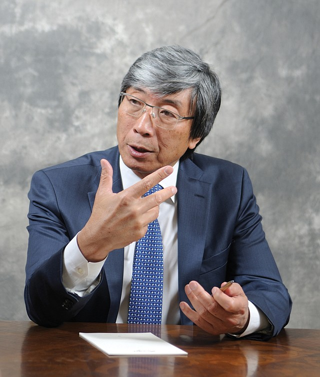 Stalemate: Patrick Soon-Shiong and L.A. Times union remain at odds.
