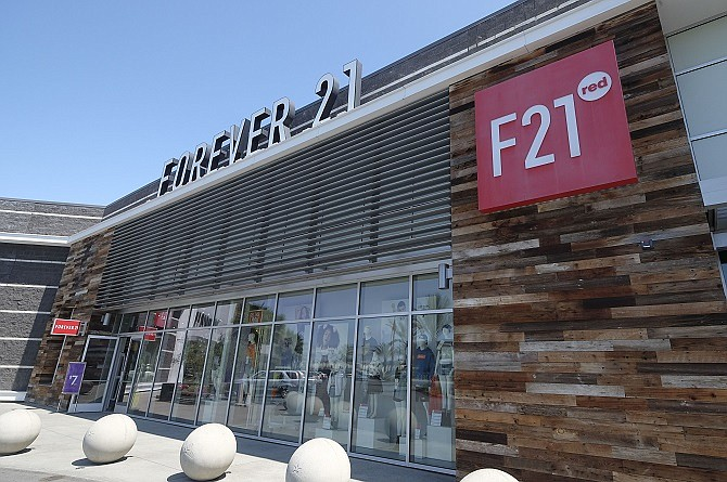 A group of mall owners is bidding to save Forever 21.