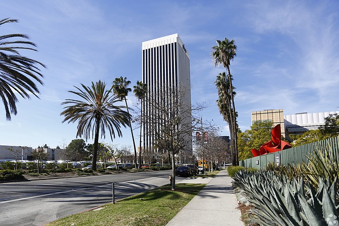 Rockpoint Group purchased this 32-story, 465,000-square-foot tower.