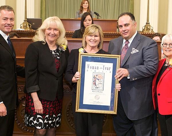 Marcia Manker, center