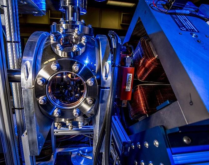 Lumitron Compton-Laser hardware