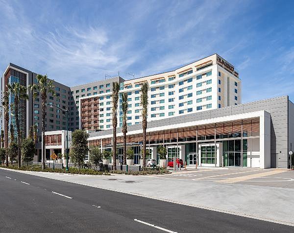 4-star JW Marriott, 466 rooms, no visitors yet