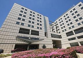 UCLA Medical Center rose to No. 3 on U.S. News' hospital rankings.