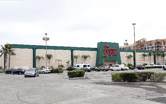 Fry's Electronic Site at 6100 Canoga Ave. in Woodland Hills.