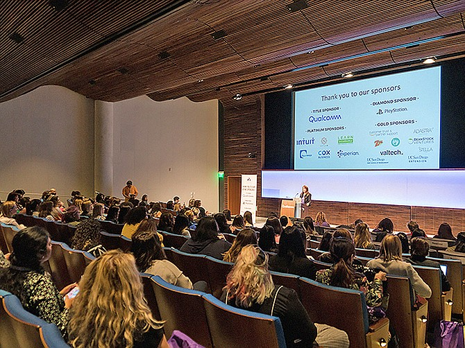 Photo courtesy of #LatinaGeeks.