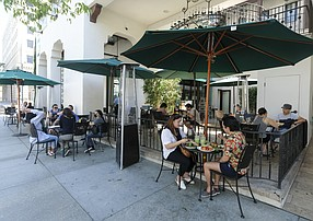 Patrons dinning at outside of Urth Cafe in Pasadena. (Photo by Ringo Chiu).